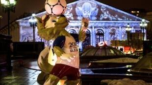 Zabivaka, linh vật của World Cup 2018 trưng bày trong khu vực điện Kremlin  ngày 11/12/2017.