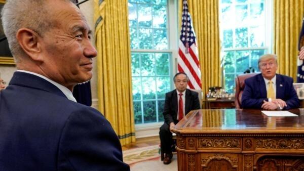 ឧបនាយករដ្ឋមន្ត្រីចិន Liu He នៅការិយាល័យរបស់លោកប្រធានាធិបតី Donald Trump ថ្ងៃទី១៥ មករា ២០២០។