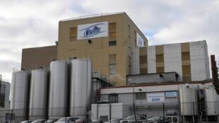 Fachada da marca de leite Celia, da Lactalis, em Craon, na França