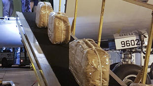 На территории посольства России в Буэнос-Айресе нашли 12 чемоданов с 400 килограммами кокаина