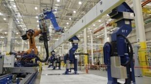 Armazéns e fábricas tendem a ser crescentemente geridos por computadores e robôs.