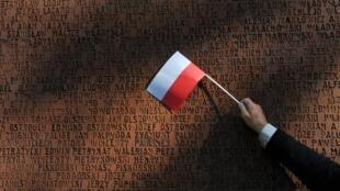 Монумент с именами жертв катынского расстрела в Харькове