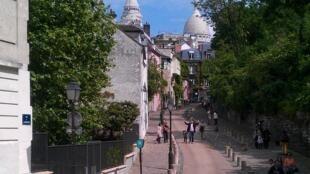 Vista da praça Dalida, situada em Montmartre.