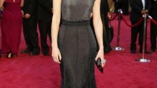 Atriz e ativista Emma Watson doa £ 1 milhão para lançar um fundo de apoio às vítimas de assédio e de abuso sexual.
