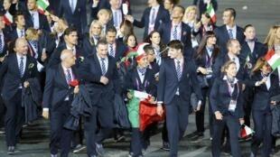 Сборная Италии на открытии Олимпийских игр в Лондоне (кутюрье Джорджио Армани), 27 июля 2012 года