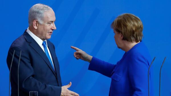 O premiê israelense, Benjamin Netanyahu, e a chanceler alemã, Angela Merkel, após coletiva de imprensa em Berlim, Alemanha, em 4 de junho de 2018.