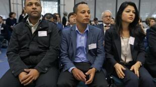 Familiares de Jean Charles de Menezes: Erionaldo Da Silva , Alessandro Pereira  e Vivian Figueiredo Corte Europeia de Direitos Humanos, antes do início da audiência em Estrasburgo, nesta quarta-feira (10).