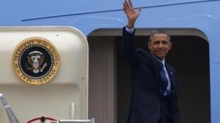 Tổng thống Mỹ Barack Obama trên chiếc Air Force One tại căn cứ không quân Osan, Hàn Quốc trước khi đến Malaysia ngày 26/04/2014.