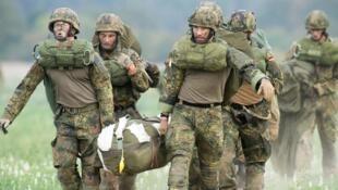 Exercice d'évacuation militaire de la Bundeswehr, le 10 septembre 2018. Le chef de l'armée allemande a déclaré, le 27 décembre 2018, qu'il envisageait de recruter des soldats dans d'autres pays de l'UE.