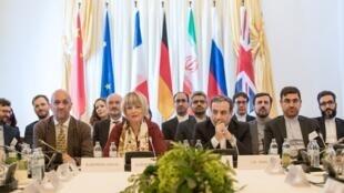 Đại diện Iran Abbas Araghchi (thứ hai phải qua) và đại diện ngoại giao châu Âu Helga Schmid (hai trái qua), Vienna, 28/06/2019.