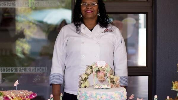 Missionaria brasileira, da África do sul, desiste de missão e cria microempresa de gastronomia