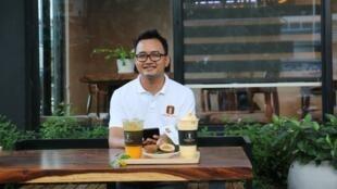 ស្ថាបនិកកាហ្វេសចល័ត (Mobile Coffee) លោក យ៉ែម ឈីម