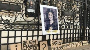 A prefeitura de Paris chegou a expor uma foto de Marielle logo após seu assassinato.
