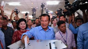Thủ tướng Hun Sen và đảng chính trị của ông loan báo chiếm toàn bộ 125 ghế trong kỳ bầu cử Quốc Hội ngày 29/07/2018.