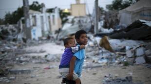 Conflito em Gaza deixou mais 2.200 mil mortos em 2014 e bombardeios israelenses devastaram a região.
