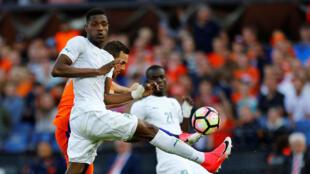 Le défenseur ivoirien Simon Deli a terriblement souffert face aux Pays-Bas, ce 4 juin 2017 à Rotterdam.