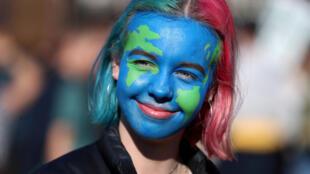 Jovem participa de protesto pelo clima em Londres. 15/02/2019