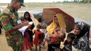 Người tị nạn Rohingya tiếp tục chạy sang Bangladesh. Ảnh ngày 13/10/2017.