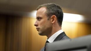 Oscar Pistorius hầu toà trong ngày xét xử đầu tiên - REUTERS /Herman Verwey