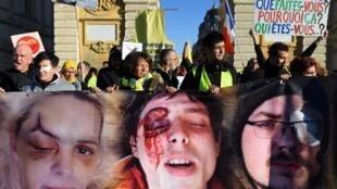'Chalecos amarillos' marcharon en Montpellier (sur de Francia), el 12 de enero de 2020, para denunciar la violencia policial de la que manifestantes han sido víctimas desde hace más de un año.