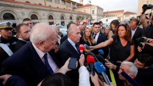 В связи с нападением в Марселе в город срочно приехал глава МВД Франции Жерар Коллон, 1 октября 2017.