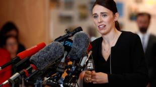 La Première ministre néo-zélandaise, Jacinda Ardern, ici face à des étudiants à Christchurch, le 20 mars 2019. Elle sera reçue à l'Élysée ce mercredi 15 mai.