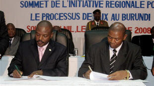 Burundian President Pierre Nkurunziza (left) with the head of the National Liberation Army.