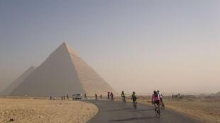 Tour d'Afrique cycling past the Egyptian pyramids
