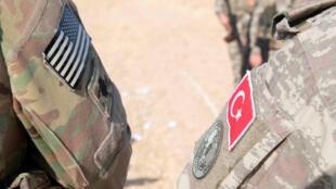 Turquia se prepara a intervir no norte da Síria após o anuncio da retirada de tropas americanas da região. Foto: Forças militares americanas e da Turquia patrulham no nordeste da Síria, 04/10/2019.