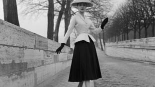 """A silhueta em forma de ampulheta do tailleur """"Bar"""" foi o emblema do New Look de Dior"""