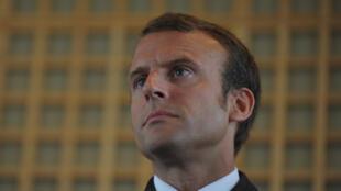 Emmanuel Macron: «Sans l'engagement personnel d'Arnaud Montebourg et de son équipe, la sauvegarde de ce site n'aurait pas été possible