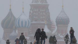 Число россиян, которые «определенно не хотят» уезжать за границу на постоянное место жительства, в 2018 году достигло максимума за семь лет