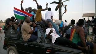 Festejos dos gambianos nas ruas de Banjul a 19 de Janeiro de 2017