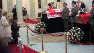 Linh cửu của hai vợ chồng tổng thống Ba Lan (Reuters)