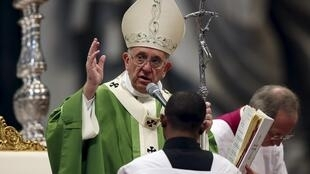 Papa Francisco durante a missa de encerramento do Sínodo dos bispos sobre a família, em Roma, em 25 de outubro de 2015.
