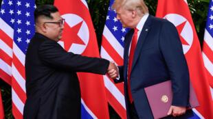Tổng thống Mỹ, Donald Trump và lãnh đạo Bắc Triều Tiên, Kim Jong Un tại thượng đỉnh Singapore ngày 12/06/2018.