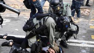 香港警方抓捕抗议人士资料图片