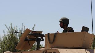 阿富汗部队在北部昆都士省为和塔利班的战斗作准备,2016年8月20日。