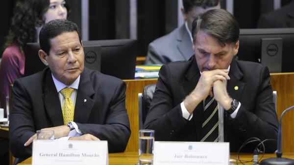 Presidente eleito Jair Bolsonaro e seu vice, general Hamilton Mourão, serão diplomados no TSE.