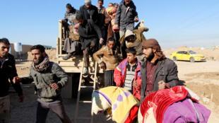 Des déplacés irakiens arrivent dans un camp de Kirkouk, le 7 décembre 2016.