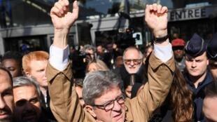 Прокурор запросил три месяца условно для Жан-Люка Меланшона, которого обвиняют в неповиновении и угрозах при обыске
