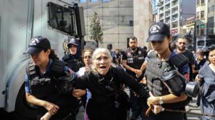 La policía turca detuvo este 25 de agosto en Estambul a Emine Ocak, la madre de Masine Ocak, una de las líderes de las Madres de los Sábados.