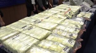 香港警方近日捣破一个毒品储存库,起获296公斤以茶叶作掩饰的冰毒,黑市价值超过1.58亿港元(折合约1880万欧元),是自1991年自执法部门有纪录以来单一行动检获最大量的冰毒案。