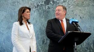 Ngoại trưởng Mike Pompeo (P) và đại sứ Hoa Kỳ Nikki Haley, trong cuộc họp báo tại trụ sở Liên Hiệp Quốc, Mỹ, ngày 20/07/2018