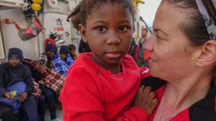 Aquarius MSF spokesperson Renate Sinke with rescued child