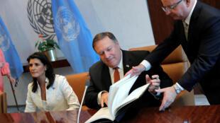 Ảnh minh họa : Ngoại trưởng Mỹ Mike Pompeo (G) và đại sứ Mỹ Nikki Haley (T) tại trụ sở Liên Hiệp Quốc, New York, ngày 20/07/2018.