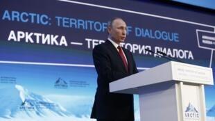 Президент России Владимир Путин на форуме «Арктика — территория диалога» в Архангельске, 30 марта 2017.