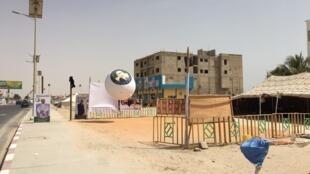 À Nouakchott, les affiches de campagne électorale ont pris place dans les rues et les ballons promotionnels se dressent.