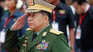 Tướng Min Aung Hlaing, lãnh đạo Quân Đội Miến Điện, bị Liên Hiệp Quốc đòi truy tố. Ảnh chụp ngày 19/07/2018 tại Rangoon.
