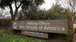 Boy Scouts declara falência para evitar o pagamento de indemnizações por abuso sexual.